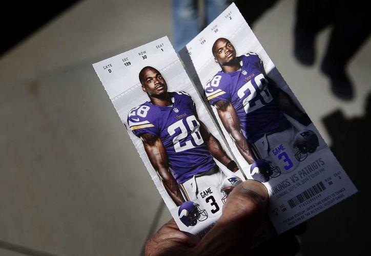 Adrian Peterson podría jugar el domingo en el partido que los Vikings de Minnesota sostendrán contra los Saints de Nueva Orleáns. (AP)