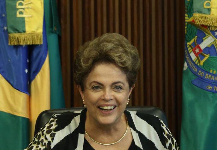 La presidenta Dilma Rousseff podría ser removida de su cargo si el Congreso así lo autoriza. (AP)
