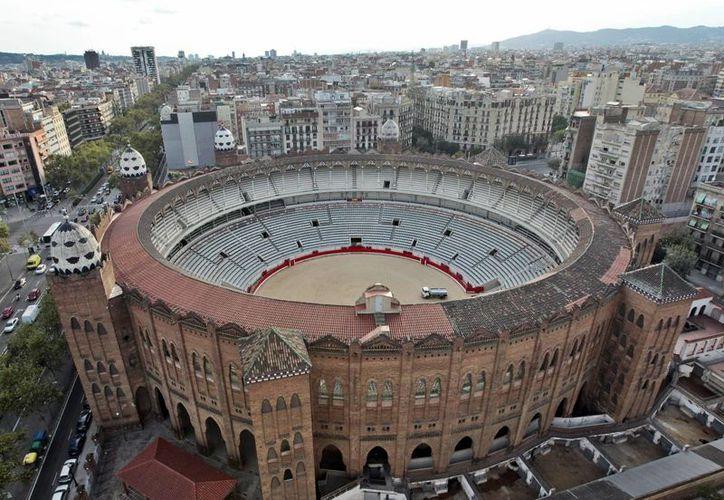 El Tribunal Constitucional español anuló la prohibición de las corridas de toros en Cataluña. La imagen, de archivo, es la plaza de toros de la Monumental de Barcelona días antes del último festejo taurino. (EFE)