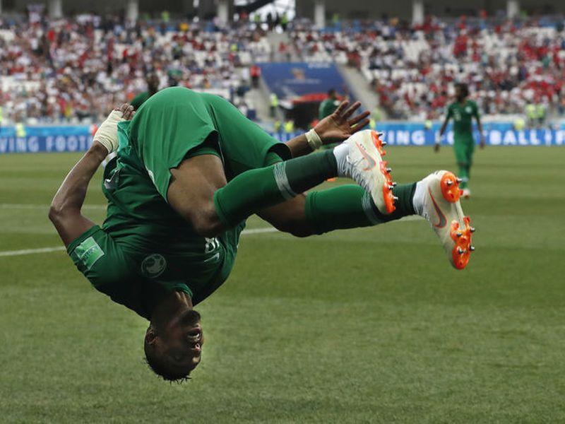Los sauditas celebraron a todo lo que da, pues no todos los días se anota un gol en un Mundial, y mucho menos ellos (Foto: AP)