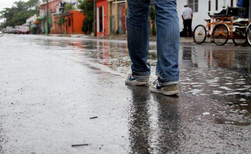 La lluvia de ayer si bien refrescó un poco el ambiente, también causó cancelaciones de servicios náuticos. (María Mauricio/SIPSE)