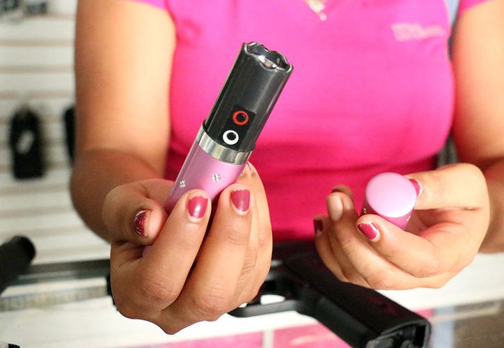 El labial electrocutador es popular por que es fácil de llevar. (José Acosta/Milenio Novedades)