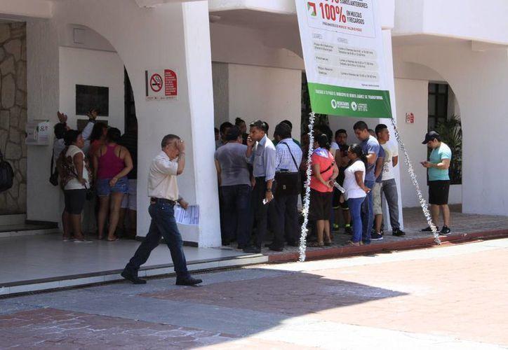 Se manifestaron a las afueras del Ayuntamiento de Benito Juárez. (Tomás Álvarez/SIPSE)