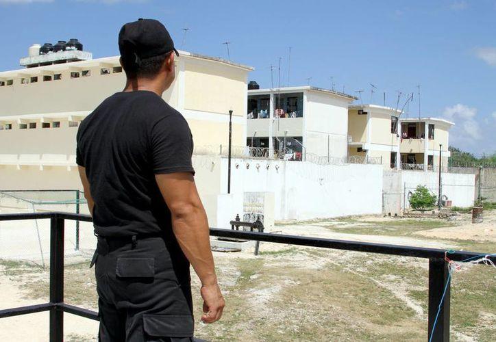 Los encargados de garantizar la seguridad en el centro penitenciario de Playa del Carmen, serán sometidos a pruebas de control y confianza.  (Daniel Pacheco/SIPSE)