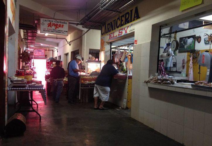 El mercado cuenta con 242 locales, pero únicamente han estado en operación alrededor de 140. (Adrián Barreto/SIPSE)