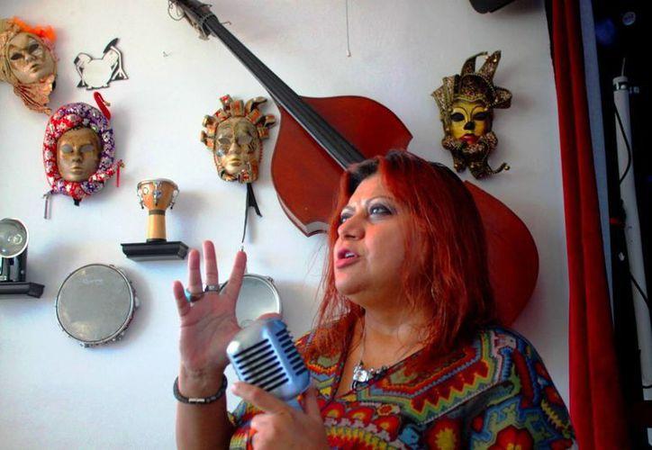 La cantante yucateca Rosy Valdez lanzará este sábado su disco con canciones en lengua maya. (Daniel Pacheco/SIPSE)