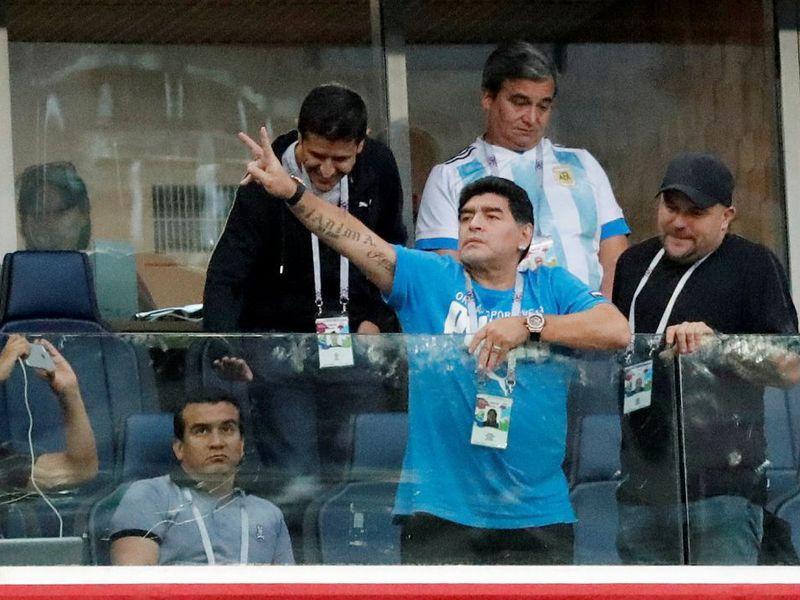Tras el triunfo de la Albiceleste, Maradona tuvo que ser llevado del Arena Saint Petesburg al hospital. (El Financiero)