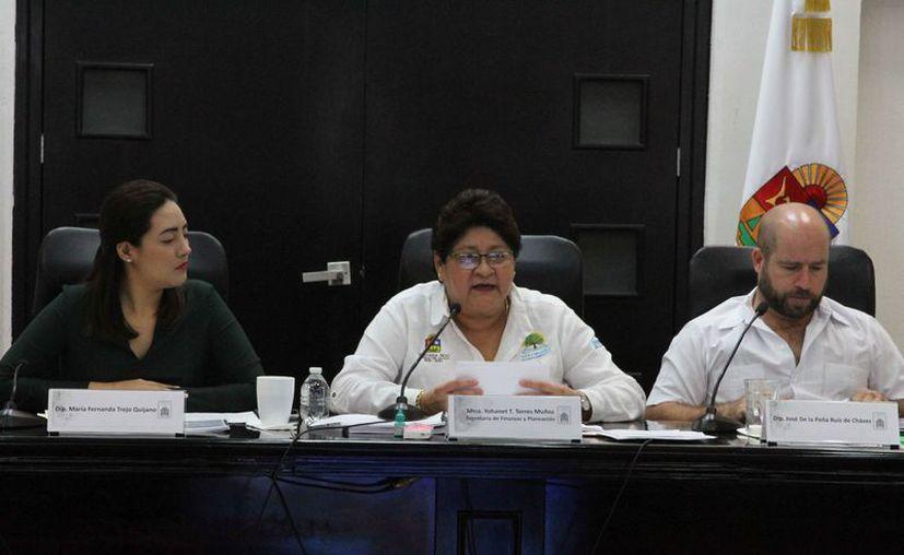 Yohanet Torres Muñoz, titular de la Secretaría de Finanzas y Planeación, durante su comparecencia. (Daniel Tejada/SIPSE)