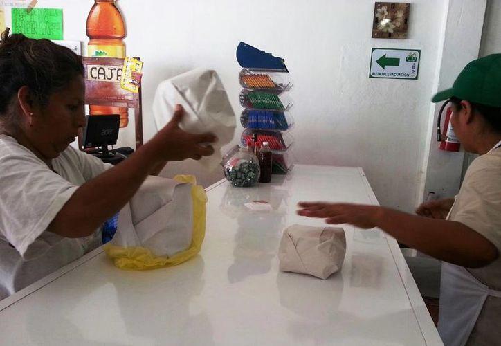Familias decidieron cubrir la necesidad de alimentación, antes que seducirse por las baratas de los pocos negocios participantes. (Edgardo Rodríguez/SIPSE)