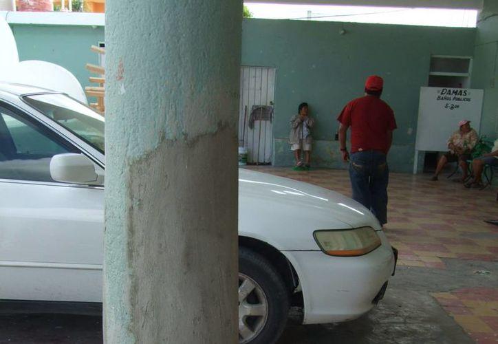 El palacio municipal de Progreso muestra evidentes signos de deterioro como la columna de la foto. (Milenio Novedades)