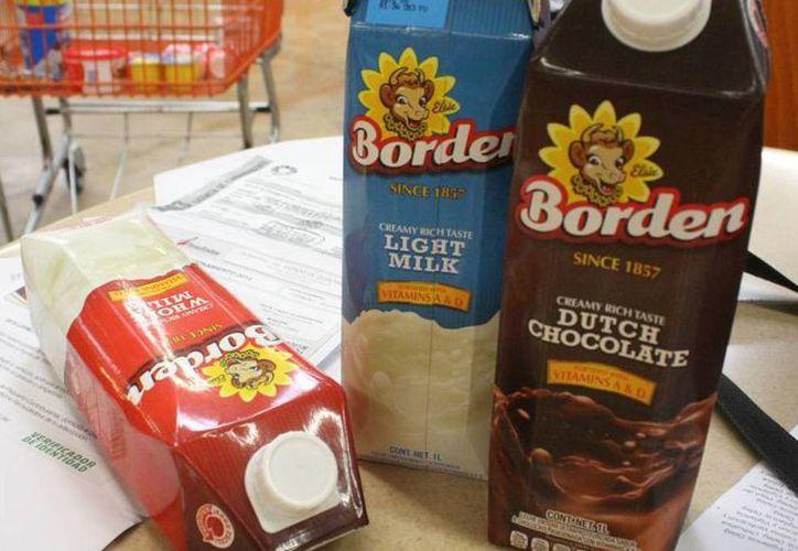Los litros de leche fueron retirados de los exhibidores del establecimiento y guardados en la bodega. (Sergio Orozco/SIPSE)