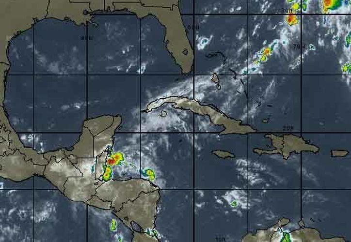 Se prevén tormentas por la tarde con una probabilidad de lluvias del 50 por ciento. (Intellicast)