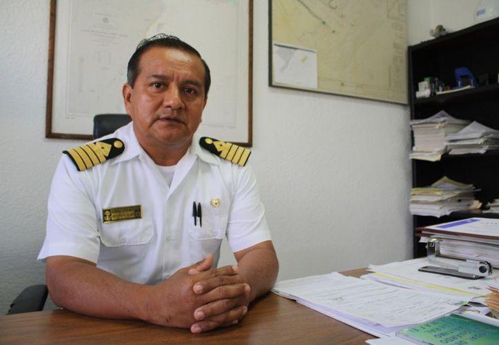 El capitán de puerto, José Florentino Gallardo, dijo que lamentablemente no se ha podido sancionar a ninguna embarcación. (Yenny Gaona/SIPSE)