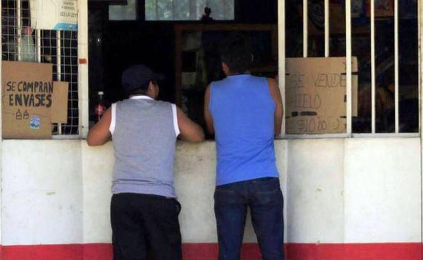 El comunicado falso señalaba que el Poder Ejecutivo de Yucatán suspendería temporalmente el comercio de bebidas alcohólicas. (Archivo/Sipse)