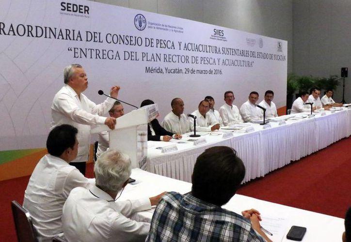 """""""Si no tomamos las medidas basadas en formas científicas, corremos el riesgo de quedarnos sin recursos"""", indicó Mario Aguilar Sánchez, comisionado Nacional de Acuacultura y Pesca. (José Acosta/Milenio Novedades)"""