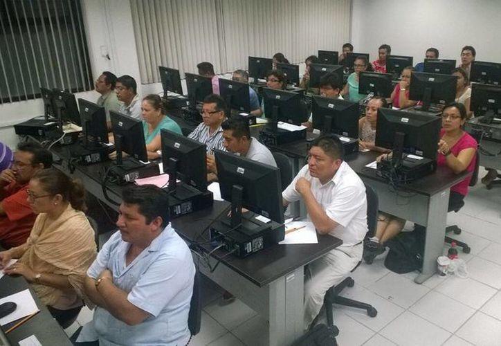 El pasado sábado 212 docentes presentaron el examen en busca de un ascenso. (Gerardo Amaro/SIPSE)