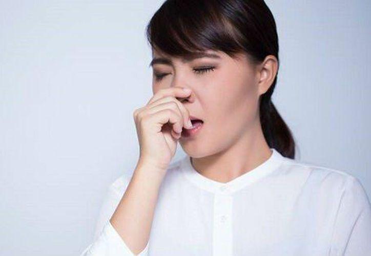 El aire, al no poder salir por la nariz, se extiende por el músculo del pecho y la garganta. (Foto: Contexto/Internet).