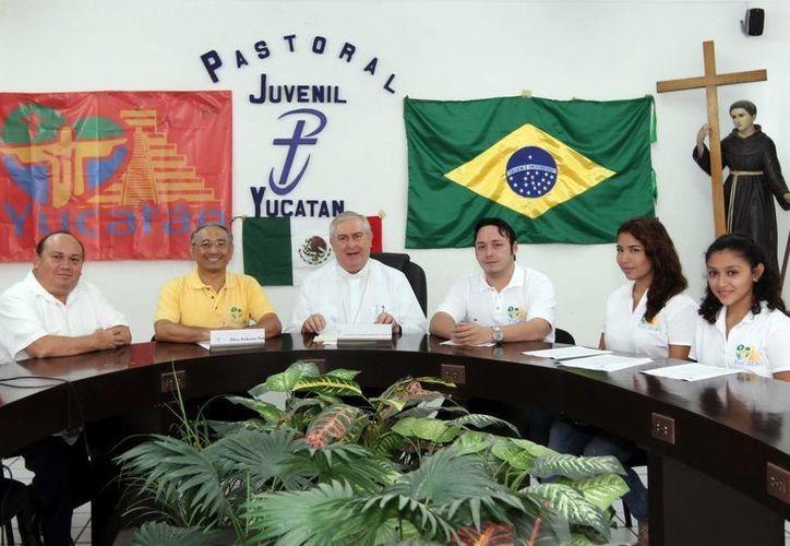 Mons. Berlie ofreció detalles del viaje de la delegación yucateca a Río de Janeiro, Brasil. (Milenio Novedades)