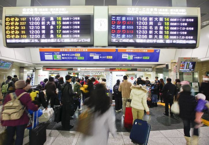 La policía japonesa ya está buscando rastros de quien pudo haber dejado la maleta 'olvidada' en una estación de Tokio. (EFE)
