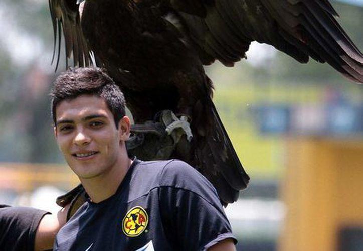 El delantero de las Águilas del América, Raúl Alonso Jiménez, 'levantó' el vuelo: en los próximos días será presentado en España como jugador del Atlético de Madrid. (Archivo/NTX)