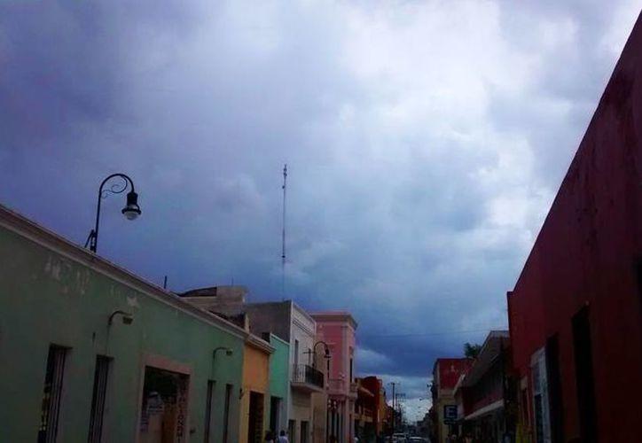 La interacción de varios sistemas causarán lluvias fuertes en Yucatán, según el pronóstico del Servicio Meteorológico Nacional (SMN).