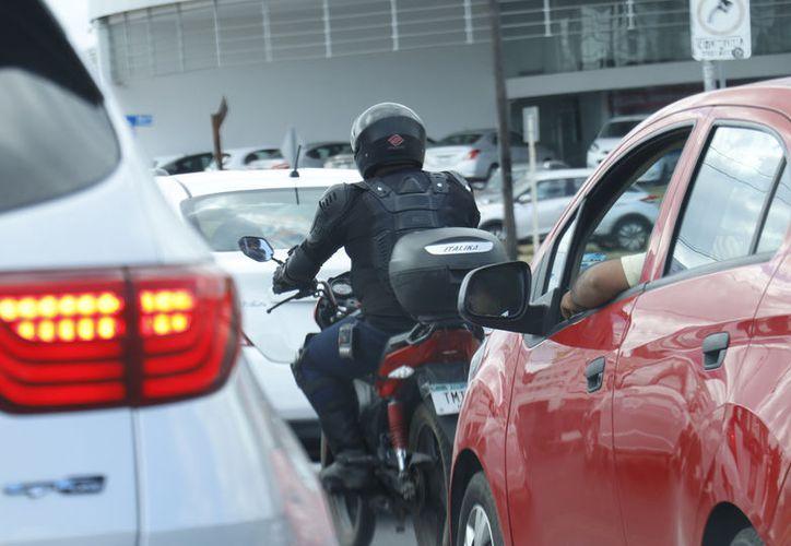 Cada vez hay más motos y los incidentes viales son notorios. (Novedades Yucatán)