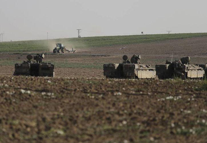 Tanques israelíes dispararon obuses contra zonas densamente pobladas al sur de la ciudad de Gaza. (AP)
