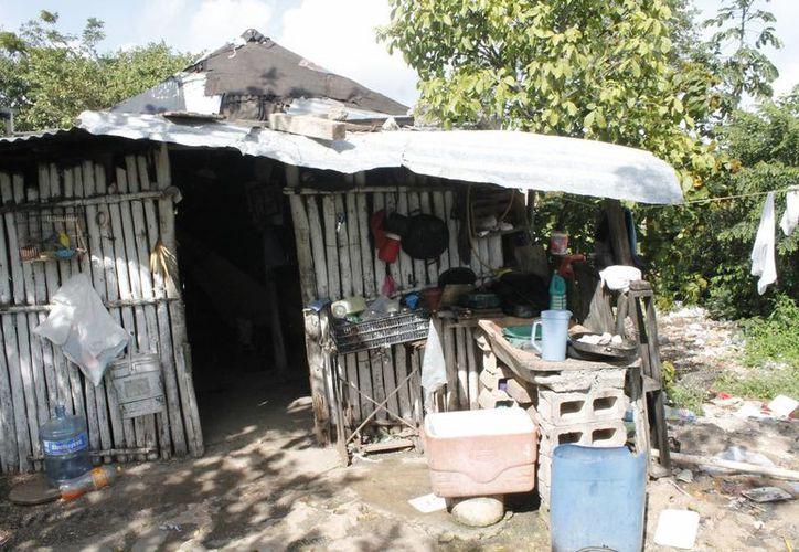 Las zonas invadidas aún no tienen 100% de servicios de agua potable, luz y pavimentación. (Luis Soto/SIPSE)