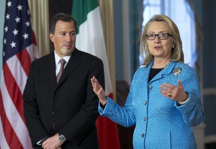 José Antonio Meade y Hillary Clinton durante un encuentro con la prensa en el Departamento de Estado en Washington. (Agencias)