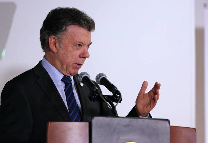 El mandatario de Colombia, Juan Manuel Santos, firmó el decreto que convoca a un plebiscito el 2 de octubre para que los colombianos manifiesten su apoyo o rechazo a los acuerdos de paz. (EFE)