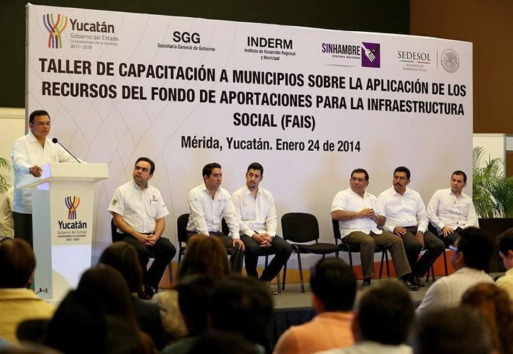 Al encabezar el evento, el gobernador Rolando Zapata Bello indicó que el 80% de los municipios de Yucatán tienen menos de 50 mil habitantes. (SIPSE)