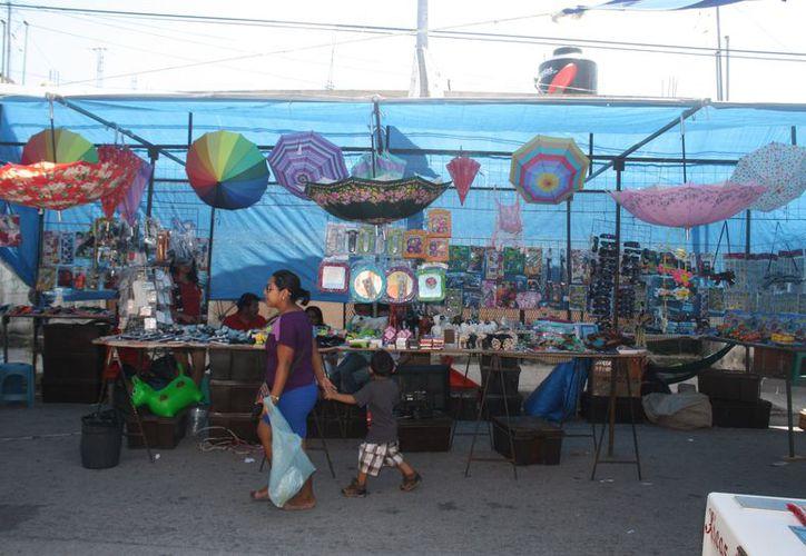 Continúan con el proceso de regularización de vendedores ambulantes. (Adrián Barreto/SIPSE)