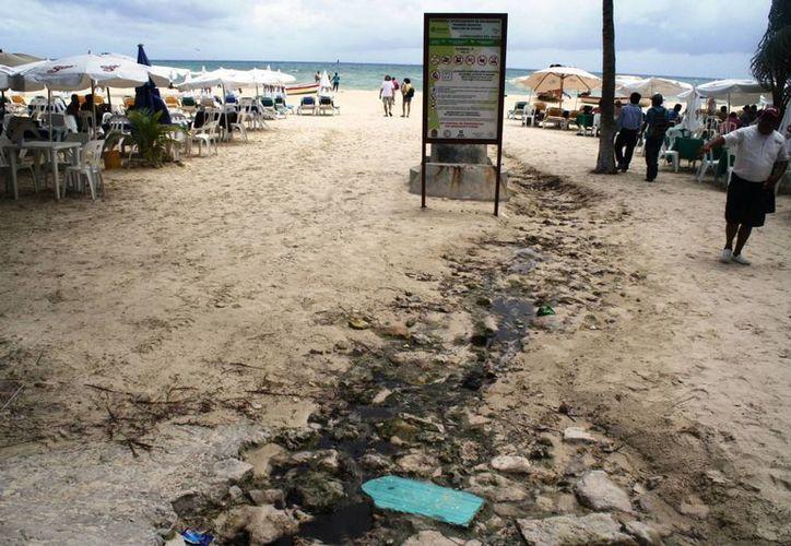 En cada lluvia los riesgos de contaminación son siempre latentes, debido a que el exceso de agua se incorpora al drenaje. (Loana Segovia/SIPSE)