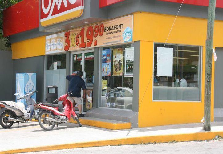 Las tiendas de conveniencia han sido blanco de la delincuencia en la ínsula, lo que mantiene ocupadas a las autoridades policiacas. (Irving Canul/SIPSE)