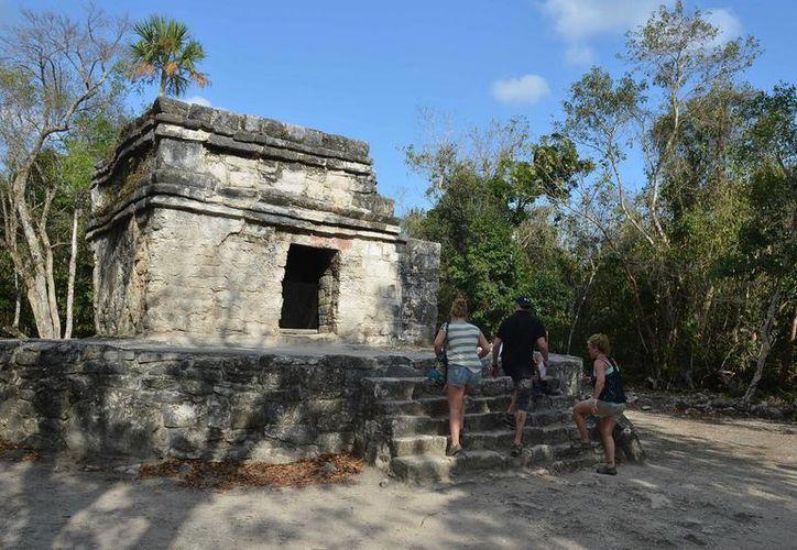 La realización de tomas profesionales en zonas arqueológicas es lo que cobrará el INAH. (Gustavo Villegas/SIPSE)