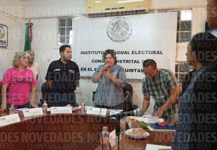 La representante declara inicio de la sesión permanente en el Distrito 03 de Cancún. (Alejandro García/SIPSE)