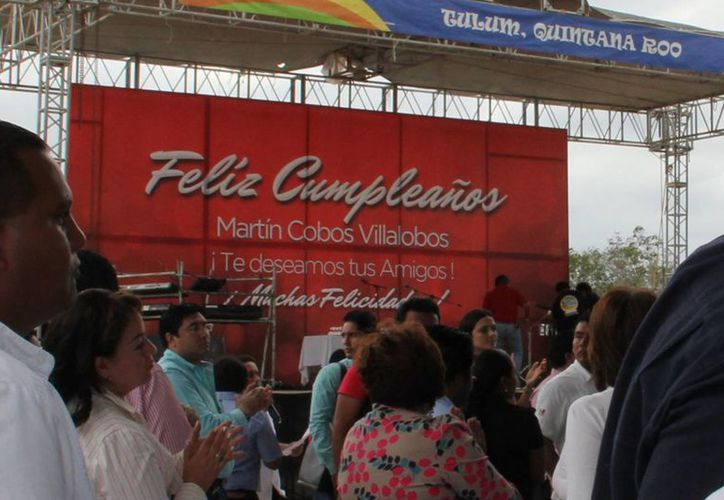 La celebración del cumpleaños del presidente Martín Cobos Villalobos. (Rossy López/SIPSE)