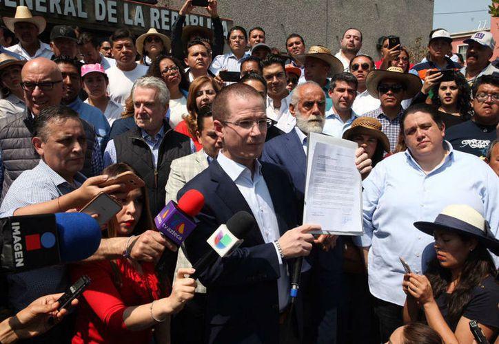 El candidato a la presidencia de México, Ricado Anaya, acusa al abanderado del PRI de promover la investigación en su contra. (Foto: Proceso)