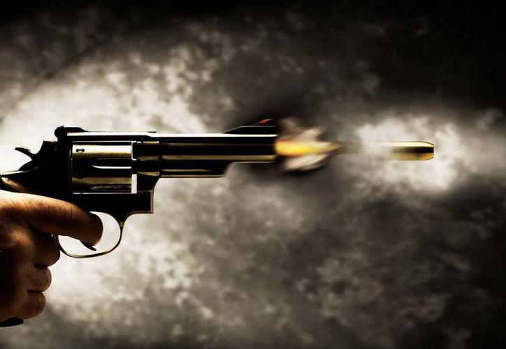 Aunque Sergio sabía manipular la pistola, bastó una sola bala para quitarle la vida. (Jorge Moreno/SIPSE)