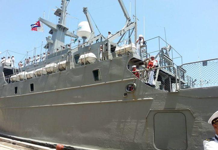 """La Marina utilizará sus barcos, aeronaves y transportes terrestres para cumplir la misión del INE. En foto, el buque logístico """"Huasteco"""" de la Armada. (Foto: Archivo/Notimex)"""