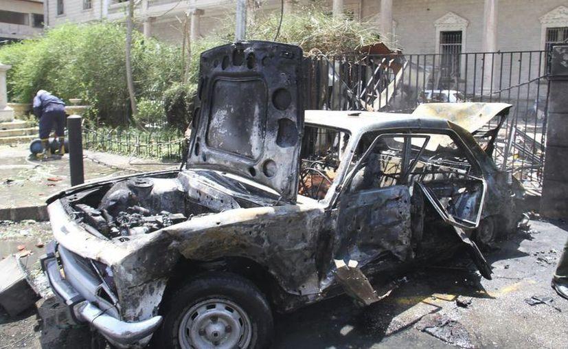 Vehículo calcinado tras la explosión de un coche bomba en Damasco. (EFE/Foto de contexto)