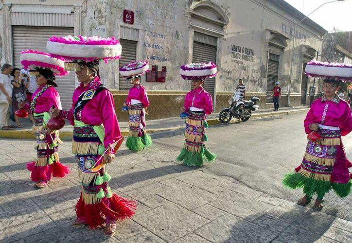 Mérida es la mejor ciudad para vivir de todas las que hay en México, según un estudio del Gabinete de Comunicación Estratégica. En la foto, el Festival de Danza Folklórica en calles del Centro Histórico de la capital yucateca. (Foto: Notimex)