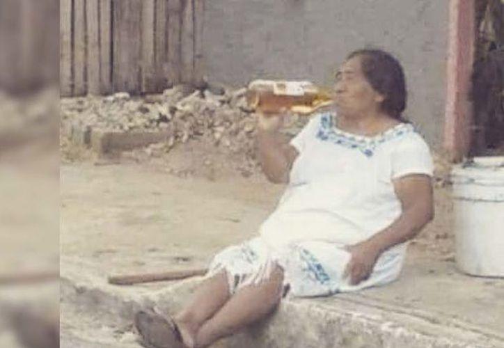 Las yucatecas de 10 a 24 años son las que más consumen bebidas embriagantes con una incidencia de 36.45 casos de intoxicación por cada 100 mil. (Foto: Twitter)