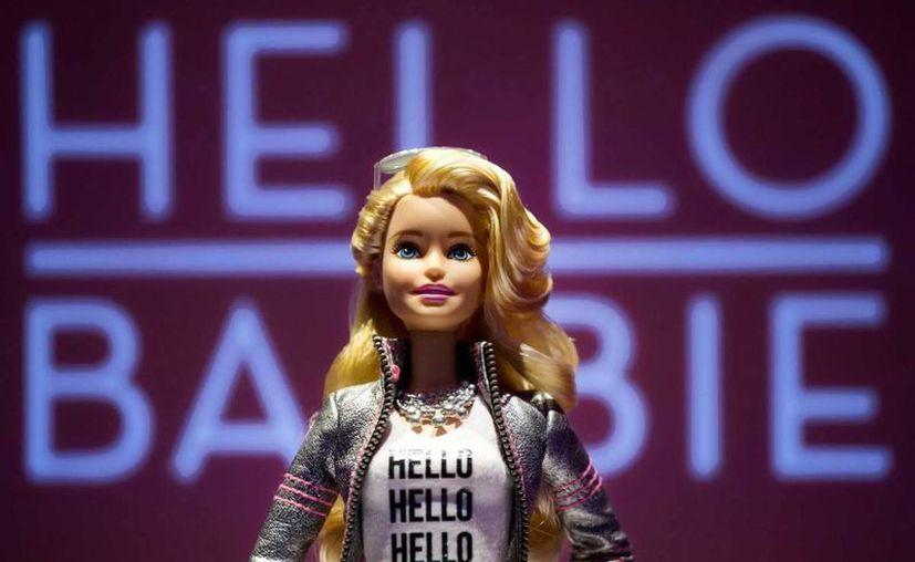 Todavía no se sabe cuándo será lanzada al mercado la muñeca Hello Barbie, que podrá platicar con niñas a través de internet. (Foto: AP)