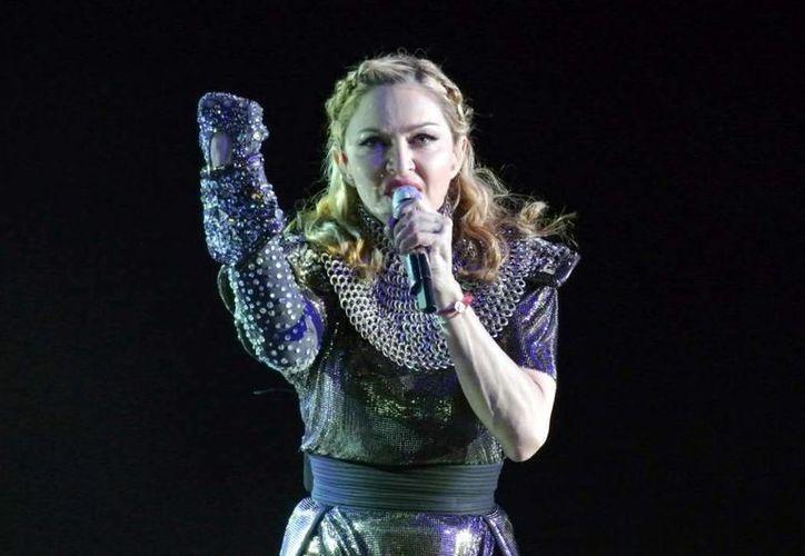 Madonna reaccionó ante los abucheos de su público durante el concierto que ofreció el pasado lunes en Manchester. El suceso se originó por los 50 minutos de retraso que tuvo 'La reina del pop'. (AP)