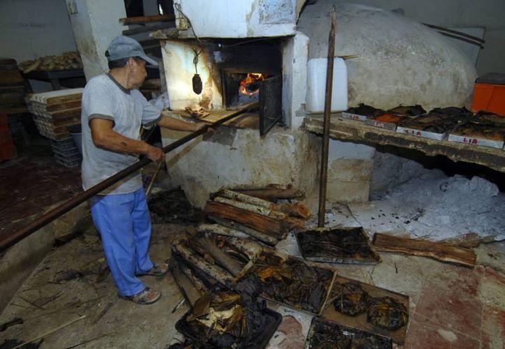 """Por tradición los yucatecos están acostumbrados a comer el famoso """"pib"""", los últimos días de octubre y primeros de noviembre. (Foto: Milenio Novedades)"""