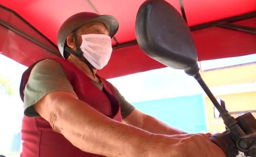 José Cab, mototaxista de Kanasín, quien ofrece servicio gratuito de transporte a personas con discapacidad y adultos mayores. (Foto: captura de pantalla)