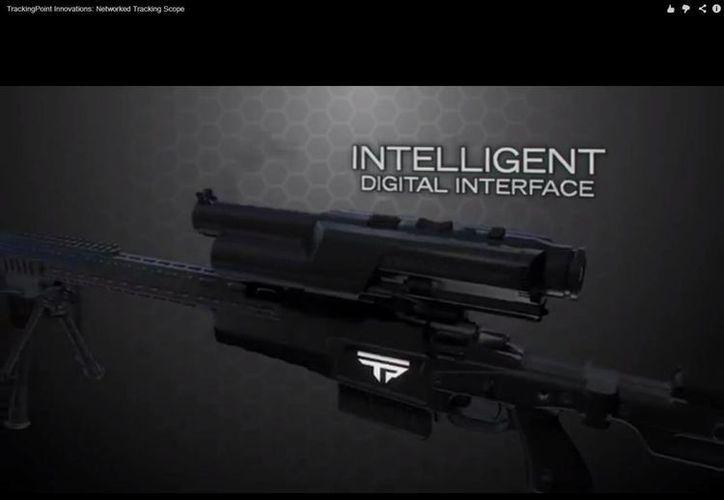 El arma también cuenta con tecnología para publicar sus disparos en Youtube y Facebook. (Captura de pantalla de video)