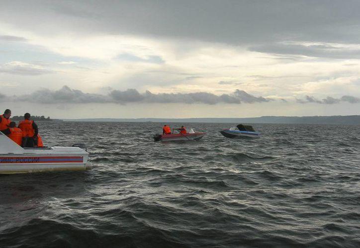 La Guardia Costera de Estados Unidos busca a 15 migrantes que se cree que naufragaron después de que su bote volcó en aguas del Caribe. (Imagen de contexto/diariorepública.com)
