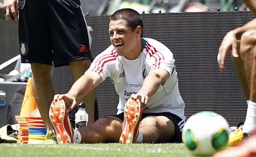 'Chicharito' Hernández, durante el entrenamiento del Tri, previo a su encuentro ante su similar de Estados Unidos. (Notimex)